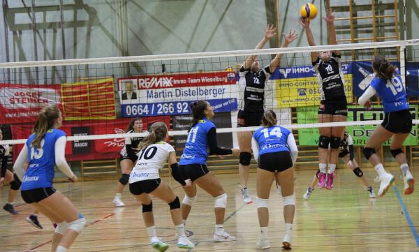 Doppelblock von Fiona Ludwig und Sarah Kastenberger gegen das Team aus Dornbirn - 2. Bundesliga Volleyball