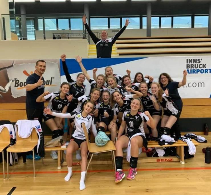 Teamfoto noch dem ersten Sieg gegen das Innsbrucker Team, ASKÖ Volksbank Purgstall Volleyball